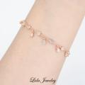 NEW | Water drop bracelet สร้อยข้อมือหยดน้ำไล่2ระดับ มีหยดน้ำห้อยน่ารักๆลงมา เพิ่มความอ่อนหวาน มี2สี คือ White gold และ Rose gold แมชได้ทั้งชุดวันธรรมดาใส่เป็นประจำ หรือ วันพิเศษ สร้อยข้อมือสามารถปรับไซส์ได้ค่ะ วัสดุ: เงินแท้ชุบทองคำขาว ประดับเพชรCZ (ไม่มีนิกเกิล ทำให้ไม่เกิดการแพ้ค่ะ)  สั่งซื้อ/สอบถาม 📱 ไลน์: @lidajewelry(มี@นำหน้า) 📌 หรือใครสะดวกสามารถไปซื้อ/ลองที่ SOS siam soi2 ได้เลยค่า (อยู่ชั้น2ตรงแคทเชียร์น้า)