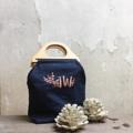 กระเป๋าผ้าหูไม่ ดีไซน์ไม่ซ้ำใคร สามารถเลือกสีและลายปักได้นะคะ   #embroidery #bag #embroiderybag #handbag #minamal #style #Lapindesigns #customized #custom #customdesign