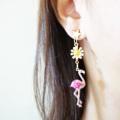 รุ่นนี้มีสองสีนะค่า ต่างหูฟาร์มิงโก้ขนาดกำลังน่ารักใส่ได้บ่อยๆเลยใส่ไปเที่ยวได้ สองสีชมพูเข้มRuby pink กับชมพูอ่อนRose pink น่ารักมากมาย Flower Flamingo earrings 🌼 Products No : S4001 Price : 350-. Color : Ruby pink / rose pink