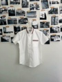 ชื่อสินค้า : Tape Shirt Short Sleeve  เสื้อเชิ้ตแขนสั้น สีขาว คาดลายน้ำเงิน ขาว แดง ที่ปกเสื้อ และที่กระเป๋าด้านหน้า ลุคเท่ห์ สบายๆ มิกซ์ได้ตามสไตล์ที่เป็น   #bricklanemenswear #เสื้อเชิ้ต #เสื้อเชิ้ตผู้ชาย #เสื้อเชิ้ตแขนสั้น
