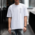 """Oversized T-Shirt - Cross Addicted (Ghost White)  """" Velika Cross Addicted Collection""""  """" เสื้อยืดทรง OVERSIZED """" คอลเลคชั่นสุด Limited ของทาง VELIKA ซึ่งเป็นเสื้อทรง OVERSIZED ที่ได้รับความนิยม เป็นอย่ามากในปัจจุบัน เสื้อของเราใช้ผ้า Cotton 100% และนำไปผ่านกระบวนการผลิตแบบ Cotton Semi จึงทำให้เสื้อมีสัมผัสที่นุ่ม ใส่สบาย ไม่คัน และ สีไม่ตก โดยในคอลเลคชั่นนี้มีการสกรีนคำว่า VELIKA ADDICTED คำว่า VELIKA เป็นชื่อของทางแบรนเราที่นำมาจากภาษา CZECH ที่แปลว่ายิ่งใหญ่ ซึ่งรวมกันแล้วแปลได้อีกอย่างว่า """" เสพติดความยิ่งใหญ่ """" นั่นเอง คอเสื้อด้านหลังติด RIBBIN TAG สีดำ พิมพ์ลาย VELIKA  ซึ่งเป็นเอกลักษณ์ของแบรนด์เรา . Size - S รอบอก 41"""" ยาว 26 """" - M รอบอก 44"""" ยาว 28 """" - L รอบอก 47"""" ยาว 30 """" . Color - Crystal Black (ดำ) - Light Salmon (ชมพู) - Ghost White (ขาว) . Price : 400 บาท   """" หมวก Velika Cross Addicted """" หมวกแก๊ปเนื้อผ้าชาลีจาก VELIKA ผลิตออกมาในแบบที่ใช้หางหมวกยาวเป็นพิเศษ พร้อมสายปรับแบบ Metal Ring สุดคลาสสิค . Color - Crystal Black (ดำ) - Ghost White (ขาว) . Price : 450 บาท  !!! Promotion !!! Bundle Pack ซื้อครบเซ็ทถูกกว่า - เสื้อ Velika Cross Addicted - หมวก Velika Cross Addicted สินค้า 2 รายการ ปกติ 950 บาท ซื้อคู่ ลดเหลือเพียง 800 บาท ** หากซื้อเป็นคู่ กรุณาระบุไซส์เสื้อไว้ที่ช่องข้อความเพิ่มเติมถึงร้านค้าในขั้นตอนการสั่งซื้อได้เลยนะคะ . """"สินค้าคอลเลคชั่นนี้ มีจำนวนจำกัด""""  #เสื้อยืด #เสื้อยืดคอกลม #เสื้อยืดแขนสั้น #เสื้อยืดผู้ชาย #หมวก #หมวกแก็ป #หมวกแก๊ป #เสื้อสีดำ"""