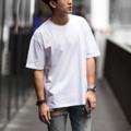 """Oversized T-Shirt - VELIKA (Ghost White) เสื้อยืดสีพื้นทรง Oversized """" ผ้าหนานุ่ม ใส่สบาย """" . เสื้อยืดทรง OVERSIZED ที่ได้รับความนิยมเป็นอย่างมากในปัจจุบัน เราใช้ผ้า Cotton 100% เส้นด้ายเบอร์ 20 และ นำไปผ่านกระบวนการผลิตแบบ CottonSemi จึงทำให้เสื้อมีสัมผัสที่นุ่ม ใส่สบาย ไม่คัน และ สีไม่ตก คอเสื้อด้านหลังติด RIBBIN TAG สีดำ พิมพ์ลาย VELIKA ที่แปลว่า ยิ่งใหญ่ ในภาษา Czech ซึ่งเป็นเอกลักษณ์ของแบรนด์เรา . SIZE - S รอบอก 41"""" ยาว 25 """" - M รอบอก 44"""" ยาว 28 """" - L รอบอก 47"""" ยาว 30 """" . Color - Light Salmon (ชมพู) - Vanilla Twilight (ครีม) - Ghost White (ขาว) - Crystal Black (ดำ) - Midnight Blue (กรม) . Price : 350 THB . การจัดส่ง - แบบ Register (แบบลงทะเบียน) 30 บาท ใช้เวลาการส่ง 3-5 วัน - แบบ EMS (แบบด่วนพิเศษ) 60 บาท ใช้เวลาการส่ง 1-2 วัน  #เสื้อยืด #เสื้อยืดคอกลม #เสื้อยืดคอกลมแขนสั้น #เสื้อยืดแขนสั้น #เสื้อแขนสั้น"""