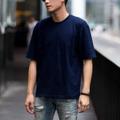 """Oversized T-Shirt - VELIKA (Midnight Blue) เสื้อยืดสีพื้นทรง Oversized """" ผ้าหนานุ่ม ใส่สบาย """" . เสื้อยืดทรง OVERSIZED ที่ได้รับความนิยมเป็นอย่างมากในปัจจุบัน เราใช้ผ้า Cotton 100% เส้นด้ายเบอร์ 20 และ นำไปผ่านกระบวนการผลิตแบบ CottonSemi จึงทำให้เสื้อมีสัมผัสที่นุ่ม ใส่สบาย ไม่คัน และ สีไม่ตก คอเสื้อด้านหลังติด RIBBIN TAG สีดำ พิมพ์ลาย VELIKA ที่แปลว่า ยิ่งใหญ่ ในภาษา Czech ซึ่งเป็นเอกลักษณ์ของแบรนด์เรา . SIZE - S รอบอก 41"""" ยาว 25 """" - M รอบอก 44"""" ยาว 28 """" - L รอบอก 47"""" ยาว 30 """" . Color - Light Salmon (ชมพู) - Vanilla Twilight (ครีม) - Ghost White (ขาว) - Crystal Black (ดำ) - Midnight Blue (กรม) . Price : 350 THB  การจัดส่ง - แบบ Register (แบบลงทะเบียน) 30 บาท ใช้เวลาการส่ง 3-5 วัน - แบบ EMS (แบบด่วนพิเศษ) 60 บาท ใช้เวลาการส่ง 1-2 วัน  #เสื้อยืด #เสื้อยืดคอกลม #เสื้อยืดคอกลมแขนสั้น #เสื้อยืดแขนสั้น #เสื้อแขนสั้น"""