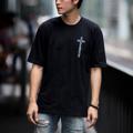 """Oversized T-Shirt - Cross Addicted (Crystal Black)  """" Velika Cross Addicted Collection""""  """" เสื้อยืดทรง OVERSIZED """" คอลเลคชั่นสุด Limited ของทาง VELIKA ซึ่งเป็นเสื้อทรง OVERSIZED ที่ได้รับความนิยม เป็นอย่ามากในปัจจุบัน เสื้อของเราใช้ผ้า Cotton 100% และนำไปผ่านกระบวนการผลิตแบบ Cotton Semi จึงทำให้เสื้อมีสัมผัสที่นุ่ม ใส่สบาย ไม่คัน และ สีไม่ตก โดยในคอลเลคชั่นนี้มีการสกรีนคำว่า VELIKA ADDICTED คำว่า VELIKA เป็นชื่อของทางแบรนเราที่นำมาจากภาษา CZECH ที่แปลว่ายิ่งใหญ่ ซึ่งรวมกันแล้วแปลได้อีกอย่างว่า """" เสพติดความยิ่งใหญ่ """" นั่นเอง คอเสื้อด้านหลังติด RIBBIN TAG สีดำ พิมพ์ลาย VELIKA  ซึ่งเป็นเอกลักษณ์ของแบรนด์เรา . Size - S รอบอก 41"""" ยาว 26 """" - M รอบอก 44"""" ยาว 28 """" - L รอบอก 47"""" ยาว 30 """" . Color - Crystal Black (ดำ) - Light Salmon (ชมพู) - Ghost White (ขาว) . Price : 400 บาท   """" หมวก Velika Cross Addicted """" หมวกแก๊ปเนื้อผ้าชาลีจาก VELIKA ผลิตออกมาในแบบที่ใช้หางหมวกยาวเป็นพิเศษ พร้อมสายปรับแบบ Metal Ring สุดคลาสสิค . Color - Crystal Black (ดำ) - Ghost White (ขาว) . Price : 450 บาท  !!! Promotion !!! Bundle Pack ซื้อครบเซ็ทถูกกว่า - เสื้อ Velika Cross Addicted - หมวก Velika Cross Addicted สินค้า 2 รายการ ปกติ 950 บาท ซื้อคู่ ลดเหลือเพียง 800 บาท ** หากซื้อเป็นคู่ กรุณาระบุไซส์เสื้อไว้ที่ช่องข้อความเพิ่มเติมถึงร้านค้าในขั้นตอนการสั่งซื้อได้เลยนะคะ . """"สินค้าคอลเลคชั่นนี้ มีจำนวนจำกัด""""  #เสื้อยืด #เสื้อยืดคอกลม #เสื้อยืดแขนสั้น #เสื้อยืดผู้ชาย #หมวก #หมวกแก็ป #หมวกแก๊ป #เสื้อสีดำ"""