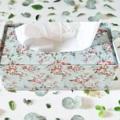กล่องทิชชู่พื้นสีเขียว ลายดอกไม้ งานสังกะสี Size : กว้าง 13 cm. ยาว 25 cm. สูง 9.3 cm. Weight : 270 g. Price : 295 บาท