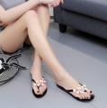"""""""รองเท้าแตะยางนิ่ม ผลิตจากวัสดุ PVC ชั้นดี ใส่สบาย ตกแต่งเพิ่มความหวานด้วยดอก Carmelia สุดฮิต พื้นทำเป็นแถบ ๆ กันลื่นได้ดี ผลิตอย่างประณีต มีความทนทานสูง  รองเท้าขนาดมาตรฐาน ขนาดรองเท้าเป็น EU เบอร์ 36 สำหรับขนาดเท้ายาว 23.5 ซม. เบอร์ 37 สำหรับขนาดเท้ายาว 24 ซม. เบอร์ 38 สำหรับขนาดเท้ายาว 24.5 ซม. เบอร์ 39 สำหรับขนาดเท้ายาว 25 ซม. เบอร์ 40 สำหรับขนาดเท้ายาว 25.5 ซม."""""""