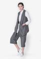 """""""เฉิดฉายหรูเรียบหรูของคุณด้วยไอเท่มนี้จากแบรนด์ Mirror Dress ด้วยเสื้อเบลเซอร์และกางเกงเข้าชุด Wind Vertical Stripe Suit Vest ผลิตด้วยผ้าโพลีเอสเตอร์ ตัดเย็บด้วยคอปกเบลเซอร์มาพร้อมสไตล์แขนกุด พร้อมกระเป๋าที่ตัวเสื้อและกางเกง ให้คุณแมตช์เข้าง่ายๆ กับทุกไอเท่มและได้ลุคสุดสมาร์ทอย่างไม่ซ้ำใคร  - ผลิตจากผ้าโพลีเอสเตอร์ - คอปกเบลเซอร์ - แขนกุด - ผ่าด้านหน้า - กระเป๋า 2 ช่องบนตัวเสื้อ และ 4 ช่องที่กางเกงด้านหน้าและหลัง - ชายผ่าหลัง - ทรงสบาย  - ผลิตจากผ้าโพลีเอสเตอร์ - คอปกเบลเซอร์ - แขนกุด - ผ่าด้านหน้า - กระเป๋า 2 ช่องบนตัวเสื้อ และ 4 ช่องที่กางเกง - ชายผ่าหลัง - ทรงสบาย เสื้อ ไหล่ x รอบอก x ความยาว One size M,L (15.4"""""""" x 39"""""""" x 22"""""""" x 35.8"""""""")  กางเกง รอบเอว x รอบสะโพก x ยาว M (28"""""""" x 38"""""""" x 31.8"""""""") L (30"""""""" x 39.7"""""""" x 32.6"""""""") """""""