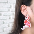 Flamingo earrings  Color : strawberry pink  Size : 4 x 8 cm. 150-. 🌈