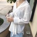 """Unbalance V-Shirt with Belt : เชิ้ตเกาหลีดีไซน์ชายแบบไม่เท่ากัน ใส่คอป้านเก๋ๆ หรือจะใส่เปิดไหล่ข้างนึงก็ยังได้ แพทเทิร์นสวยเลยค่ะตัวนี้ ปลายแขนกว้าง มาพร้อมเข็มขัดผ้าเดียวกัน ใส่กับกางเกงผ้าลินินคือแกลมมาก ต้องมีค่ะ พร้อมส่งเลยทั้ง 2 สี ขาว และดำ (Price 590฿) . Free size B-50"""" L31""""  #เสื้อผ้าผู้หญิง #เสื้อผู้หญิง #เสื้อเชิ้ต #เสื้อเชิ้ตผู้หญิง #เสื้อเชิ้ตแขนยาว"""