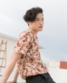 #GROUNDER  AT SIAM SQUARE SOI 2 _  NOW  IN  STORES _  Floral print bowling shirt material : cotton  fabric color: sand  price : 790 THB  #เสื้อเชิ้ต #เสื้อเชิ้ตแขนสั้น #เสื้อเชิ้ตคอปก #เสื้อเชิ้ตฮาวาย