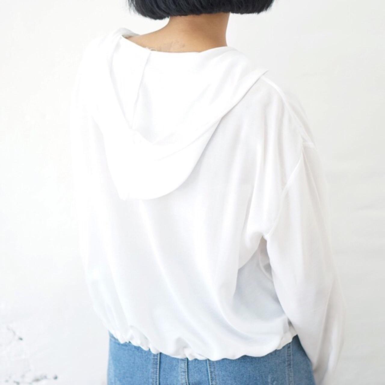 เสื้อผู้หญิง,เสื้อผ้าผู้หญิง,เสื้อแขนยาว,เสื้อสีขาว,เสื้อแขนยาวสีขาว
