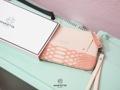Marietta #TinnyLINDA' ( More Image | #TinnyLINDA ) 🌿 กระเป๋าสตางค์ใบเล็ก ใส่ Iphone7 ได้ มาพร้อมสายคล้องมือ ให้สาวๆได้ช็อปกันอย่างสบายใจไม่ต้องกลัวหาย ใส่เครื่องสำอางได้หลายชิ้น  Box set : เหมาะสำหรับคนที่กำลังหาของขวัญให้ในวันรับปริญญา วันเกิด มากๆค่ะ - สี : ดำ/น้ำเงิน/เทา/แดง/ชมพู/ตาลเข้ม/ครีม/ไบรท์ ขนาด : 17 x 10 cm