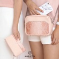 ชื่อสินค้า : Original SARISSA' Signature สาวๆ สายมินิมอลไม่ควรพลาด กระเป๋าสะพายใบเล็ก ที่สาวๆจะสนุกกับการมิกซ์กับเสื้อผ้าได้ทุกสไตล์ โดยกระเป๋าสามารถใช้ได้ทั้งด้านหน้าและด้านหลัง นอกจากซื้อใบใหญแล้ว เรายังมีกระเป๋าใบเล็ก ให้อีกด้วย เรียบหรูดูแพง ต้องมีติดกับไว้สักใบนะคะ  รายละเอียดสินค้า Size | 20 x 15 x 9 cm  #กระเป๋า #กระเป๋าหนัง #กระเป๋าถือ #กระเป๋าสะพาย #กระเป๋าผู้หญิง