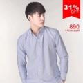 """:: เสื้อเชิ้ตแขนยาว ผ้าOxford - Premium Oxford Shirt ::   รายละเอียดสินค้า + ขนาด : Size S : ไหล่ 16"""" รอบอก 38"""" ความยาว 27"""" ความยาวแขน 23"""" Size M : ไหล่ 17"""" รอบอก 40"""" ความยาว 28"""" ความยาวแขน 23.5"""" Size L : ไหล่ 18"""" รอบอก 42"""" ความยาว 29"""" ความยาวแขน 24"""" Size XL : ไหล่ 19"""" รอบอก 44"""" ความยาว 30"""" ความยาวแขน 24.5"""" +โทนสี : ฟ้า + ราคา : 890 บาท  . . . . . . . . . . . . . . . . . . . . . . . . . . . . . . . . . .  คำอธิบายสินค้า (Description)  Premium Oxford Shirt (Imported material) เสื้อเชิ๊ต Oxford July Series  ผลิตจากผ้าคอตตอน 100% ทอแบบ Oxford ผ้าเกรด Premium นำเข้าจากต่างประเทศ ตัวผ้าไม่หนาหรือบางจนเกินไป ระบายอากาศได้ดี เหมาะกับอากาศของประเทศไทย ผิวสัมผัสนุ่มลื่น ผ่านขบวนการการที่ทำให้สีไม่ตก และลดอัตราการหดของผ้าจากการซักแล้ว  ทรง Regular fit พอดีตัว ช่วงอกเท่ากับส่วนเอวไม่เข้ารูปมากจนเกินไป เหมาะสำหรับทั้งวันทำงาน และวันสบายๆ คอปกแบบ Button Down Collar ให้ Look แบบ Smart casual เพิ่มดีเทลด้วยกระดุมที่ด้านหลังของคอเสื้อ ทำให้คอเสื้ออยู่ทรงสวยงาม งานตัดเย็บระดับพรีเมี่ยม กระดุมทุกเม็ดสั่งผลิตเป็นพิเศษสำหรับเสื้อของทางร้านเท่านั้น ปักโลโกร้านบนอกเสื้อด้านซ้าย และไม่ลืมกระดุมสำรองสำหรับเสื้อ SLOPE ทุกตัว  เสื้อเชิ๊ตรุ่นนี้สามารถซักด้วยเครื่องซักผ้าได้ ไม่แนะนำให้ใช้น้ำยาฟอกขาว ใช้แปรงในการซัก หรือแช่ผ้านานเกินไป  . . . . . . . . . . . . . . . . . . . . . . . . . . . . . . . . . .  #SLOPEMenswear #men #ผู้ชาย #เสื้อเชิ้ต #เสื้อเชิ้ตแขนยาว #เสื้อเชิ้ตสีขาว #เสื้อเชิ้ตคอจีน #SLOPEMenswear"""