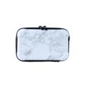 กระเป๋า Moof49 Kit Marble White สีขาวลายหินอ่อน ราคา 550 บาท  ขนาดกระเป๋า กว้าง 17 cm สูง 11 cm ลึก 7 cm  คุณสมบัติ - มีสายยาว สามารถสะพายคาดตัวได้ เบาสบาย พกพาไปได้ทุกที่ - กระเป๋าใบเล็กสำหรับพกพาเดินทาง ช่วยกันกระแทก  - สามารถใส่ iPhone 7+ หรือ Galaxy Noteได้  - ผลิตจากวัสดุ ABS ผสม PC คุณภาพสูง - แข็งแรงทนทานและเงาสวย  - ผิวกันน้ำ เช็ดทำความสะอาดได้ง่าย น้ำหนักเบา