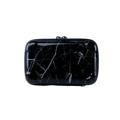 กระเป๋า Moof49 Kit Marble Black สีดำลายหินอ่อน ราคา 550 บาท  ขนาดกระเป๋า กว้าง 17 cm สูง 11 cm ลึก 7 cm  คุณสมบัติ - มีสายยาว สามารถสะพายคาดตัวได้ เบาสบาย พกพาไปได้ทุกที่ - กระเป๋าใบเล็กสำหรับพกพาเดินทาง ช่วยกันกระแทก  - สามารถใส่ iPhone 7+ หรือ Galaxy Noteได้  - ผลิตจากวัสดุ ABS ผสม PC คุณภาพสูง - แข็งแรงทนทานและเงาสวย  - ผิวกันน้ำ เช็ดทำความสะอาดได้ง่าย น้ำหนักเบา