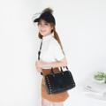 TOUCHIN BAG กระเป๋าทรงหมอน เป็นทรงที่ มีความคลาสสิก เพิ่มหมุดที่ด้านหน้า ให้ความเก๋ ชาว Shopaholic อย่างเรา พลาดไม่ได้แน่นอนน ----------------------------------------------- ***มีให้เลือก 4 สี ดำ, น้ำเงิน, ชมพู,  ***กว้าง 10.5 สูง 7 ด้านข้าง 6 นิ้ว ----------------------------------------------- ภาพสินค้าจะสว่างกว่าสินค้าจริงประมาณ2สเต็ป เนื่องจากในการถ่ายภาพ ต้องใช้แสงเพื่อให้เห็น รายละเอียดสินค้าชัดเจน ภาพทั้งหมดจะถ่ายโดย ใช้แสงกลางวัน ภาพที่สีใกล้เคียงของจริงมากที่สุด คือภาพดีเทลสินค้า  #กระเป๋า #กระเป๋าหนัง #กระเป๋าถือ #กระเป๋าสะพาย #กระเป๋าผู้หญิง