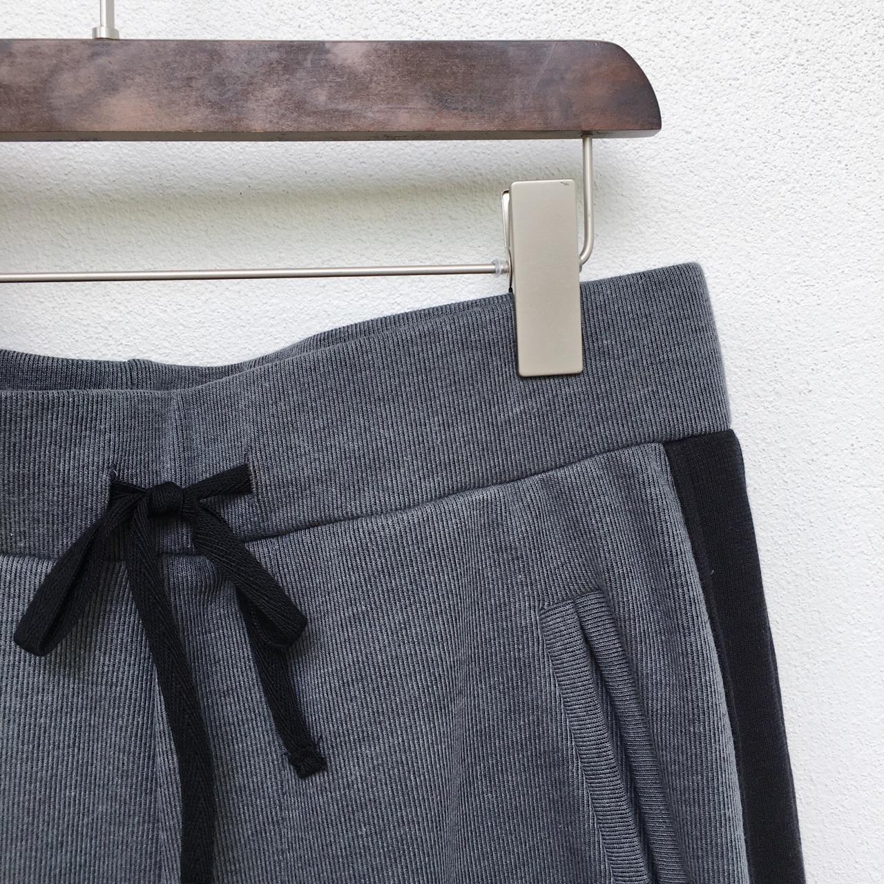 เสื้อผ้าผู้ชาย,เสื้อผู้ชาย,เสื้อยืด,เสื้อยืดคอกลม,เสื้อยืดคอกลมแขนสั้น,เสื้อยืดแขนสั้น,เสื้อแขนสั้น,กางเกง,กางเกงผู้ชาย,กางเกงขายาว,กางเกงขายาวผู้ชาย,กางเกงผู้ชายขายาว