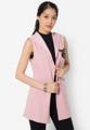 """สวมมาดสาวสไตล์สปอร์ตที่ทุกคนหลงรัก ด้วยเสื้อคลุมผ้าโพลีเอสเตอร์สีพื้นตัวนี้จาก Mirror Dress โดดเด่นด้วยตัวรีดติดเสื้อลายนกอินทรีย์และโลโก้หมายเลขสุดเท่ มาพร้อมดีไซน์แบบแขนสั้นและฮู้ดเพื่อลุคสปอร์ตเกิร์ลสุดชิค  - ตัดเย็บด้วยผ้าโพลีเอสเตอร์ผสม - คอเสื้อแต่งฮู้ด - แขนกุด - ดีไซน์แบบเปิดด้านหน้า - สายผูกเอว - ทรงพอดีตัว - ไม่มีซับใน  รอบอก x ความยาว (นิ้ว) - One size : 36""""-40"""" x 30.5""""  #เสื้อผ้าผู้หญิง #เสื้อคลุม #เสื้อคลุมแขนกุด #เสื้อแจ็คเก็ต #แจ็คเก็ต"""