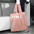 กระเป๋าผ้าขนสังเคราะห์เนื้อนุ่มฟู มีช่องใส่ของด้านใน ซับและเย็บเก็บขอบอย่างดี รับนำ้หนักได้ดีเยี่ยม  #กระเป๋า #กระเป๋าผ้า #กระเป๋าสะพาย #กระเป๋าผู้หญิง