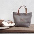 "Canvas bag ☺️  Dimension: Width x Height x Base  14"" x 10"" x 6""  #ของชำร่วย #canvasbags #canvasbag #bags #bag #nametag #pouch #pouchbag #handbag #handbags #nametagbag #minimal #style #design #tophandlebag #lapindesigns #กระเป๋า #กระเป๋าผ้า #กระเป๋าถือ #กระเป๋าสะพาย #กระเป๋าผู้หญิง"