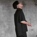 """เสื้อเชิ้ตหน้าสั้นหลังยาวดีเทลยอดนิยมที่เปลี่ยนแปลงการสวมใส่ได้หลากหลาย จะใส่ชายเข้าครึ่งนึง หรือจะปล่อยก็เก๋ ตัดเย็บด้วยความประณีตบนผ้าคุณภาพสูงจากประเทศญี่ปุ่น ออกแบบโดยดีไซน์เนอร์ไทย มาด้วยกัน2สีและ2ดีเทลผ้าซึ่งจะมาเปลี่ยนหน้าร้อนคุณให้คูลขึ้น 1. สีดำ(Poly 41%/Cotton 40%/lycla 2%/ceo 17%) ทอขึ้นลาย twill เดินเส้นสวยงาม 2. สีขาวออฟไวท์(Cotton 100%) ทอเส้นคู่ขึ้นลาย canvas *ผ้าทั้ง2ชนิด ผลิตขึ้นที่ประเทศญี่ปุ่น เสื้อผ้าตัดเย็บที่ประเทศไทย --------------------------------- Long Back Hem Short Sleeves Shirt เสื้อเชิ้ตแขนสั้น ชายเสื้อหน้าสั้นหลังยาว  Code : S-002 เสื้อเชิ้ตแขนกว้าง (ชายตรง) Code : S-001 Colorway : Black,Off-White (มีให้เลือก2สี:ดำ,ขาวออฟไวท์) Size : Free Size/Unisex (ขนาด:ฟรีไซส์/ใส่ได้ทั้งชายหญิง) --------------------------------- Free Size/Unisex (ฟรีไซส์/ใส่ได้ทั้งชายหญิง) Shoulder(ไหล่) = 22 1/2"""" Width(เสื้อกว้าง) = 45"""" Front Length(หน้ายาว) = 28"""" Back Length(หลังยาว) = 31"""" Sleeves Length(แขนยาว) = 9 1/2"""" Sleeves Width(ปลายแขนกว้าง)= 16"""" --------------------------------- Models' Measurements(สัดส่วนนายแบบ-นางแบบ) Men(ผู้ชาย):  Height 182cm/Weight 70kg/ Bust:37""""/Waist:30""""/Hips35"""" Women(ผู้หญิง): Height 173cm/Weight 54kg Bust32""""/HighWaist 26""""/LowWaist 29""""/Hips34"""" --------------------------------- #tfib #tfibbkk #ss17 #oversized #b&w #streetwear #longback#back #men #women #unisex #shirt #ผู้ชาย #ผู้หญิง #เสื้อผู้ชาย #เสื้อผู้หญิง #เสื้อเชิ้ตผู้ชาย #เสื้อเชิ้ตผู้หญิง #เสื้อเชิ้ตแขนสั้น #เสื้อเชิ้ตคอปก #เสื้อเชิ้ตสีขาว #เสื้อเชิ้ตสีดำ"""