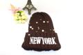 หมวกไหมพรมปักตัวหนังสือ New York พร้อมแต่งด้วยมุกและเม็ด Bead   - Material: 100% Acrylic - เหมาะกับทุกรูปหน้า - ยืดหยุ่นตามขนาดศีรษะ - บุขนด้านใน - ทอลายนูน - ช่วยเก็บความอบอุ่นไดีดี - เนื้อผ้าหนานุ่ม - ไม่ระคายผิว