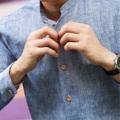 """Mandarin Comfy Linen Shirt เสื้อเชิ้ตผ้าลินิน ผ้าที่ขึ้นชื่อในเรื่องของความเย็นสบายเวลาสวมใส่ เป็นเสื้อที่ออกแบบมาให้เหมาะกับอากาศบ้านเรา เนื้อผ้าเบาสบาย โปร่ง ระบายอากาศ mix & match ง่ายๆ ได้ทั้งสไตล์ work & play  Mandarin comfy linen shirt  Color : Light blue / Stone (100% linen) / Beige (Cotton linen)  Size S : chest 39""""/length 27""""/shoulder 17""""  #เสื้อผ้าผู้ชาย #เสื้อผู้ชาย #เสื้อเชิ้ต #เสื้อเชิ้ตผู้ชาย #เสื้อเชิ้ตแขนยาว"""