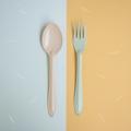 Orange Spoon+Green Fork : Switch 🍭 Sweet Collection  🍦 เพราะเราคิดว่าเราไม่ต้องเหมือนกันทุกอย่าง เราก็อยู่ด้วยกันได้อย่างสบาย ในชีวิตประจำวันเราจะเห็นของที่เป็นคู่ๆกันมักจะเหมือนกันไปซะทุกอย่าง ไม่ว่าจะเป็น รองเท้า ถุงเท้า ตะเกียบ รวมไปถึงช้อนส้อม แล้วถ้าหากพวกนั้นเป็นคู่กันเเต่ไม่เหมือนกันหล่ะจะเป็นยังงัย? เข้ากันได้มั้ย? และน่ารักขนาดไหน?🍦 .  จึงกลายมาเป็น concept สนุกๆ ของช้อนส้อม Switch🍭Sweet สลับสีสัน เพิ่มความน่ารัก สนุก และตื่นเต้นให้กับคนที่ได้ใช้ และสีสันที่แสนหวานมาจัดเต็มถึง 7 สีกันเลย นอกจากนี้เรายังปรับดีไซน์ ทั้งตัวช้อนให้ลึกเพื่อตักซุปได้มากขึ้น ด้ามจับที่ยาวขึ้นเพื่อให้จับได้ถนัดมากขึ้น และสุดท้ายเราปรับความหนาของ Stainless Steel หนาขึ้นและมีน้ำหนักมากขึ้นอีกด้วย  ✐ รายละเอียดสินค้า  • สี : ช้อนสีส้ม + ส้อมสีเขียว • วัสดุ: Stainless Steel, Enamel • ความกว้าง 4.5 cm • ความยาว 19 cm.  ✐ วิธีใช้งาน และการดูแลเก็บรักษา   • สามารถใช้กับเตาอบและเครื่องอบไอน้ำ ความร้อนสูงสุดที่ 356F / 180C • สามารถน้ำเข้าช่องเเช่แข็งได้ • ไม่สามารถโดนเปลวไฟ • ไม่สามารถนำเข้าไมโครเวฟได้ เนื่องจากสินค้ามีวัสดุเป็นเหล็ก จึงไม่สามารถเอาเข้าไม่โครเวฟได้ • ล้างด้วยมือและฟองน้ำนิ่มๆ หลีกเลี่ยงการใช้แปร หรือ ฝอยขัดหม้อ อาจทำให้พื้นผิวของสินค้าขรุขระได้  • เช็ดหรือตากให้แห้งก่อนเก็บ • สามารถใช้กับเครื่องล้างจานได้ • หากกรณีสีที่เคลือบหลุดเห็นเหล็กด้านใน เหล็กกล้าโดยธรรมชาติจะถูกออกซิเดสและออสซิลโลแวร์ปลอดภัยต่อการใช้งาน
