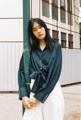 Tie Shirt เสื้อผูกเอวทรงคลาสสิคของ Dottodot33 กลับมาใหม่แบบแขนยาวทำให้ลุคดูเท่มากขึ้น และดีเทลกระดุมแขน ที่เป็นกระดุม snap สีเงิน สร้างความพิเศษมากขึ้นด้วย  สี : เขียว green  #เสื้อผ้าผู้หญิง #เสื้อผู้หญิง #เสื้อเชิ้ต #เสื้อเชิ้ตผู้หญิง #เสื้อเชิ้ตแขนยาว #เสื้อแขนยาว