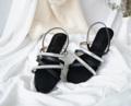 รองเท้าแตะรัดส้น แต่งอะไหล่เก๋ๆ #มันดีย์ ใส่ละสวยหรู คุณหนูเลยแหละ แถมใส่ง่าย นิ่มสบายไม่บาดเท้า แนะนำเลย สำหรับสาวๆ ใส่ได้บ่อยหลายลุคหลายแนว  สี : ทอง , ดำ ไซส์ : 36-41 *เท้าอวบ+1 **ระบุไซส์ที่ต้องการไว้ที่ช่องข้อความเพิ่มเติมถึงร้านค้า ในขั้นตอนการสั่งซื้อได้เลยนะคะ  #รองเท้า #รองเท้าผู้หญิง #รองเท้าแตะ #รองเท้ารัดส้น