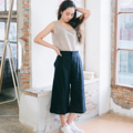 """Fabric : Linen Color : น้ำเงิน Dark Blue  Size : Free Size Waist : Elastic waist 25"""" - 37"""" Hip : up to 46"""" Length : 28.5""""  Detail :  - Soft Linen - Elastic waist at the backside - 2 side pockets  - Casual and comfortable to wear  - Made in THAILAND MODEL Height : 160 cm.  #กางเกง #กางเกงขายาว #กางเกงผู้หญิง #กางเกงผู้หญิงขายาว #กางเกงขายาวผู้หญิง"""