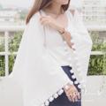 ผ้าคลุมไหล่ผ้าฝ้ายน่ารักๆ♡♡ สามารถใส่แบบสวยแขนก็ได้นะคะ ผ้าไม่หนาหรือบางจนเกินไป เหมาะกับอากาศเย็นๆสบายๆ^^  สี : ขาว white