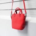 กระเป๋าทรง Mini tote ภายในกระเป๋ามีช่อง pocket และช่องซิป หยิบจับของได้ง่าย สายยาวสามารถปรับระดับได้ตามความชอบค่ะ ทรงนี้น่ารัก ใช้ได้ทุกๆวันค่ะ  👜 ชื่อรุ่น :: Piglet ➰ Size :: W20 x H17 x D11 CM. 🎨 Color ::  แดง 🔖 Price :: 450 ✱ สินค้าถ่ายจากสินค้าจริง   #PEPPERSHIMMER #ผู้หญิง#Women #กระเป๋า#กระเป๋าผู้หญิง #bag #กระเป๋าสะพาย #กระเป๋าใบเล็ก #กระเป๋าสีแดง #สีแดง