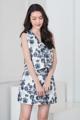 """ขายดีมากๆๆ✨เสื้อแขนกุดทรงเอ ลายดอกไม้ ผ้าดัชเชสพิมพ์ลาย ตัวนี้ผ้าดีมากนะคะ ติดซิปซ่อนด้านหลัง ใส่ซับในอย่างดีค่ะ ใส่คู่กับ Clover Skirt ก็ยิ่งน่ารักค่ะ💕  Color: เทา Grey - ขาว White Size: S M L Length: 16""""  #เสื้อผ้าผู้หญิง #เสื้อผู้หญิง #เสื้อแขนกุด"""