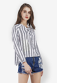 """นำแฟชั่นในลุกส์ที่ดูรีแลกซ์ เมื่อสวมใส่เสื้อเบลาส์ Vertical Striped Lantern sleeve ตัวนี้จาก Mirror Dress ที่มาในรูปแบบแขนเย็บพองช่วงปลาย สามารถถกขึ้นมาเป็นแขนสั้นได้ มาพร้อมดีไซน์การพิมพ์ลายผ้าเป็นรูปลูกไม้แสนสวยในทางยาวทั่วไป ช่วยเสรืมวันหยุดของคุณให้ดูดีกว่าใคร  - ตัดเย็บจากผ้าฝ้ายผสม - คอกลม - แขนยาว - แบบสวม - ทรงใส่สบาย - ไม่มีซับใน  รอบอก x ความยาว x แขนยาว (นิ้ว) S ( 40"""" x 25.8"""" x 26"""" ) M ( 41.7"""" x 26"""" x 26.4"""" ) L ( 43"""" x 26.4"""" x 26.7"""" ) XL ( 44.5"""" x 26.7"""" x 27.5"""" )"""