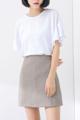 """กระโปรงสั้นจากแบรนด์ Mirror Dress ที่ใครเห็นก็ต้องหลงรักกับความน่ารักของการเลือกใช้สีกากีที่แสนจะคลาสสิค ไม่มีเอ้าท์ และเดินเส้นด้ายสีขาวตัดกัน เพียงแค่ใส่แมทช์กับเสื้อยืดสีขาวก็สวยได้ง่ายๆ  - ผลิตจากคอตตอนผสม - ซิปซ่อนด้านหลัง - ทรงเข้ารูป - ไม่มีซับใน  รอบเอว x รอบสะโพก x ความยาว (นิ้ว) S ( 25.2"""" x 35.4"""" x 16"""") M ( 26.7"""" x 36.6"""" x 16.4"""") L ( 28.3"""" x 38"""" x 16.8"""")"""