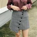 """ชื่อสินค้า : Plaid High Waist Irregular Skirt กระโปรงลายสก็อตสีเทาดีไซน์เท่ๆไม่ซ้ำใคร เนื้อผ้าดีมากมีซับด้านใน แมทช์กับเสื้อได้หลายแบบหลายสไตล์  สี : เทา Grey ขนาด: S เอว - 25"""" สะโพก - 35"""" ยาว - 20""""  ขนาด: M เอว - 27"""" สะโพก - 37"""" ยาว - 21""""  *สินค้าทางร้านถ่ายเอง*  #กระโปรง #กระโปรงสั้น #miniskirt"""