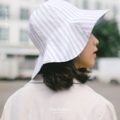 Bengal stripes floppy hat  Linen natural fabric.  One size (22.5inc) ใส่ได้2ด้าน ใบนี้มีแค่16ใบน้าค่า ไม่มีเพิ่มน้า เป็นผ้าลินินทั้ง2ด้านค่า สไลด์ดูรูปหมวกในรูปถัดไปน้าค่า