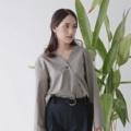 """เสื้อแขนยาวสไตล์มินิมอล ผ้า cotton ใส่สบาย~ สามารถใส่มิกซ์ได้หลายแบบ ไม่ว่าจะใส่ปล่อย ใส่ทับเข้ากางเกง หรือจะใส่เป็นเสื้อคลุมก็ได้💕 มีให้เลือก 3 สี  Color : ขาว white, ดำ black, เทาเขียว grey green  Free size (ไหล่ 18"""" อก 38"""" ความยาว 24"""")  #เสื้อผ้าผู้หญิง #เสื้อผู้หญิง #เสื้อแขนยาว #เสื้อคลุม"""