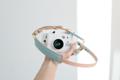 A01 Pastelblue strap ♡♡♡ Handmade camera strap made from natural colour genuine cowhide Smooth & sweet Pastelblue lambskin neck pad  สายคล้องกล้องแฮนด์เมด ตัวสายทำจากหนังคาวน์ไฮด์มีความแข็งแรงสามารถรองรับน้ำหนักของกล้องได้เป็นอย่างดี และ บริเวณที่รองบ่าทำจากหนังแกะ เมื่อสัมผัสกับบริเวณคอหรือบ่าแล้วจะรู้สึกสบายและไม่เจ็บ เนื่องจากผิวของหนังแกะจะมีความนุ่มกว่าหนังอื่น ๆ ค่ะ  Material : 2.5mm Cowhide leather & lambskin neck pad Size : 133-143 cm. (สามารถปรับขนาดได้อีกเล็กน้อยค่ะ ) Colour : Pastelblue Price : 1390 THB ( +shipping fee 60 THB )