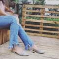 รองเท้าผู้หญิง หัวแหลม รัดส้น Missy Peachy พื้นเสริมฟองน้ำ  เดินสบาย ไม่รัดหน้าเท้า   รองเท้ามี size 35-40  สี : เทา  วัสดุ : ตกแต่งด้วยหมุด มีสายรัดส้น หนัง PU คุณภาพดี โอกาสการใช้งาน : Casual Shoe  งาน Handmade คุณภาพสูง ผลิตในประเทศไทย  สายที่ข้อเท้าปรับได้ รุ่นนี้หน้าเท้ากว้างก็ใส่ได้นะคะ  #รองเท้า #รองเท้าผู้หญิง #รองเท้ารัดส้น