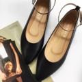 รองเท้าหนังแกะแท้ เก๋ น่ารัก ค่ะรุ่นนี้ ใส่แล้วเท้าเรียว สามารถถอดสายออกได้นะคะ มาพร้อมพื้นกันลื่น เดินมั่นใจ ไม่ลื่นค่ะ  #รองเท้า #รองเท้าหุ้มส้น #รองเท้าสวม #รองเท้าผู้หญิง