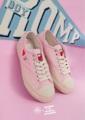 สำหรับรองเท้า Rompboy x Daddy  สี Pink (นมชมพู) สีหวานน่ารักมากๆ สาวๆDaddy ต้องมีไว้ครอบครอง Limited edition อีกด้วย ราคา 2990 บาท พร้อมกล่อง และถุงผ้า ทุกคู่ **หมดแล้วหมดเลยไม่มีผลิตซ้ำน้า --------------- เปิดสั่งทางออนไลน์แล้วค่ะ Size : 35  / 36  / 37  / 38  / 39 / 40 สนใจทักมาได้เลย  #รองเท้า #รองเท้าผู้หญิง #รองเท้าผ้าใบ