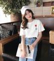 The Rose T-Shirt เสื้อยืดสีขาว ผ้าคอตตอน100%  พิมพ์ลาย ด้านหน้า - หลัง  วัสดุ :: Cotton 100% ไซส์ :: L  ไหล่ 48 / หน้าอก 98 / ความยาว 63 /แขน 24 cm. สี :: ขาว white  #เสื้อยืด #เสื้อยืดคอกลม #เสื้อยืดคอกลมแขนสั้น #เสื้อยืดแขนสั้น #เสื้อยืดผู้หญิง