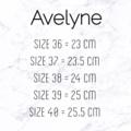 รองเท้าแฟลท ใส่สบาย หนังนุ่ม มีฟองน้ำซัพพอร์ตเท้า  พร้อมส้นกันลื่น ทรงสวย ใส่แล้วเท้าเรียว  สาวๆหน้าเท้ากว้างสามารถใส่ได้จ้า  **SIZE** Size 36 Length 23 CM. Size 37 Length 23.5 CM. Size 38 Length 24 CM. Size 39 Length 25 CM. Size 40 Length 25.5 CM.  ✨Sale เหลือ 495 บาทค่า✨ Size 36-40  #avelyne #Avelyne
