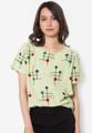"""เสื้อเบลาส์ Circular Colour Block จากแบรนด์ Mirror Dress พร้อมให้คุณได้ตกหลุมรักดีไซน์ด้วยลวดลายปักลายวงเส้นโค้งสุดอินเนื้อผ้าฝ้ายผสมน้ำหนักเบาสวมใส่สบาย มาพร้อมดีไซน์คอกลม-แขนสั้น แมตช์ได้ลุคสวยไร้ที่ติง่ายในทุกๆ วันสบายๆ ของคุณ  - ตัดเย็บจากผ้าฝ้ายผสม - ดีไซน์คอกลม - แขนสั้น - แต่งลวดลายปัก - แบบสวม - ทรงปกติ - ไม่มีซับใน  ความยาวไหล่ x รอบอก x ความยาว x ความยาวแขน One Size ความยาวไหล่ x รอบอก x ความยาว x ความยาวแขน One Size (16"""" x 40"""" x 24.5"""" x 7.5"""")"""