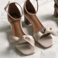 "Lucy - Hand-tie bow sandals รองเท้ารัดส้นใส่แล้วอ่อนหวานสุดๆ ใส่ไปทำงานก็น่ารัก ไปเดทก็ไม่นก ทำจากหนังpu อย่างดี พื้นซับด้วยหนังแท้ นิ่มมากคอนเฟิร์มมม มีสามสีนะคะ Black, Beige, Grey   Size: 35-39 (ลดไซส์จากไซส์ปกติ1ไซส์) Heels: 2"" Price: 1,190 (ส่งฟรีลงทะเบียน) #SugarMonday"