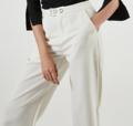 กางเกงขายาว สีขาว  ขนาด - เอว 28 นิ้ว   - สะโพก 36 นิ้ว  - ความยาว 35 นิ้ว   สี : ขาว  #กางเกง #กางเกงผู้หญิง #กางเกงขายาว #กางเกงขายาวผู้หญิง #กางเกงผู้หญิงขายาว