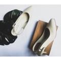 รองเท้าส้นสูง หัวแหลม ใส่แล้วเท้าดูเรียวสวย  รองเท้าทรงหัวแหลมรุ่นนี้ ที่ทำออกมารองรับหน้าเท้าที่กว้าง เหมาะกับใส่ทำงาน ออกงาน หรือ เป็น everyday shoe ได้ตามโอกาส                       คุณสมบัติ -สี Off White (ขาวครีม) -รองเท้าส้นสูง 2 นิ้ว เสริมฟองน้ำยางพารา เดินนุ่ม  -สายด้านหลังมียางยืด สวมใส่ง่าย  -สามารถปรับสายได้  หนังด้านนอก :ไมโครไฟเบอร์ ซึ่งมีความทนทาน เทียบหนังแท้ ไม่อับชื้น และไม่ลอกง่าย หนังด้านใน : หนังเทียมคุณภาพสูง  พื้นใน : เสริมฟองน้ำ  รองเท้าขนาด มาตราฐาน size  35-40 เป็นรองเท้า Handmade ผลิตในประเทศไทย  #รองเท้าผู้หญิง #รองเท้าส้นสูง #รองเท้าหัวแหลม #รองเท้าใส่สบาย #รองเท้าสวยๆ #รองเท้าผู้หญิงใส่สบาย #รองเท้ารัดส้นผู้หญิง #รองเท้าผู้หญิงรัดส้น #รองเท้าสีครีม #รองเท้ารัดส้นผู้หญิง #รัดส้น #รองเท้า #ส้นเข็ม #หัวแหลม #รองเท้าใส่ทํางาน #รองเท้าใส่สบาย  #comfyshoes  #รองท้าส้นสูง2นิ้ว